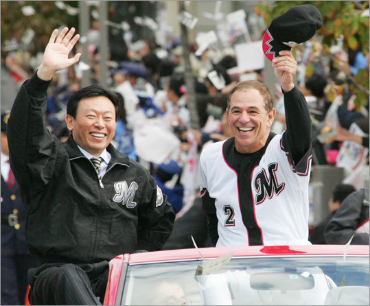 Bobby Valentine (right) was a popular figure in Japan, especially after he led the Chiba Lotte Marines, owned by Akio Shigemitsu (left), to victory in the Japan Series.