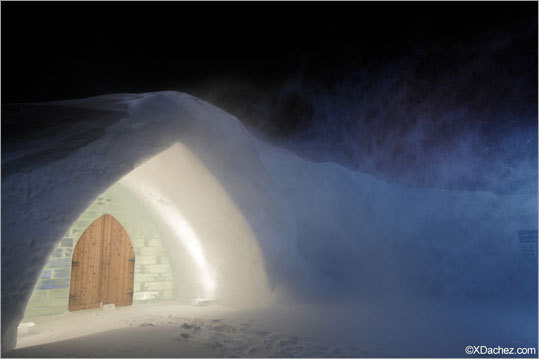 Despite its seemingly remote location, the 'Hôtel de Glace' is located just 10 minutes from Quebec City.