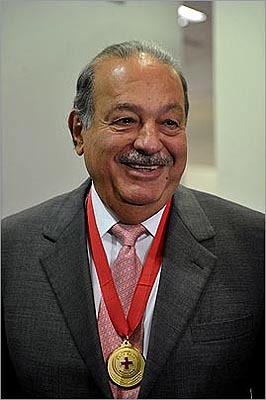 1. Carlos Slim Estimated net worth: $70.3 billion Slim, the telecommunications tycoon who controls Mexico's America Movil SAB, is the richest person on earth. Slim's fortune has increased 14.1 percent this year, according to the index. Bloomberg profile