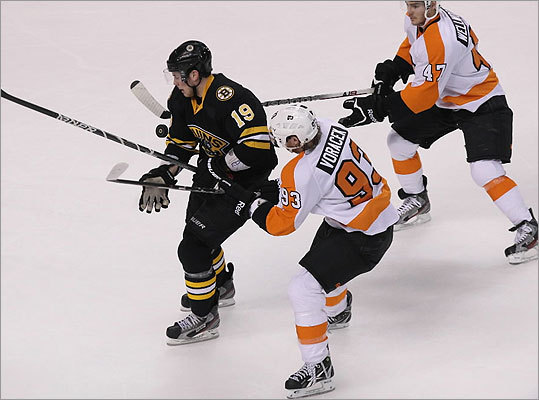 Bruins center Tyler Seguin tried to split the defense of Flyers wingers Jakub Voracek (93) and Eric Wellwood (47) in the second period. Seguin scored late in the first period to give the Bruins a 2-0 lead.