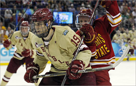 Boston College's Chris Kreider (19) and Ferris State's Matthew Kirzinger battled for the puck in the first period.