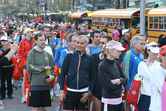 Runners board the buses at Boston Common on Monday morning.