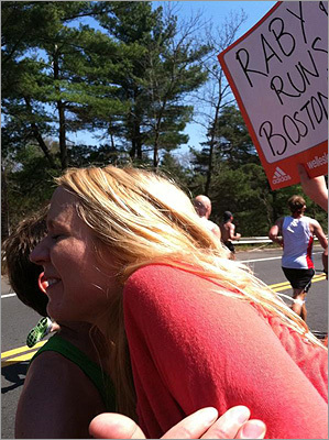 Pictured: #BostonMaratahon runner goes in for a kiss. #ScreamTunnel