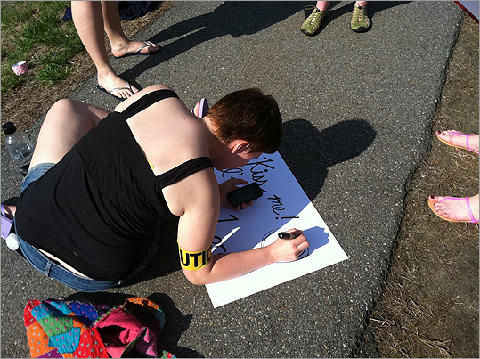 Pictured: Making kiss me signs! #drwho #BostonMarathon #ScreamTunnel