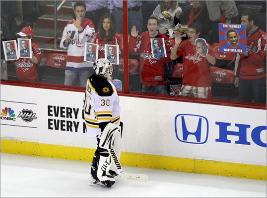 Capitals fans tried to remind Bruins goalie Tim Thomas of his White House snub before the game.
