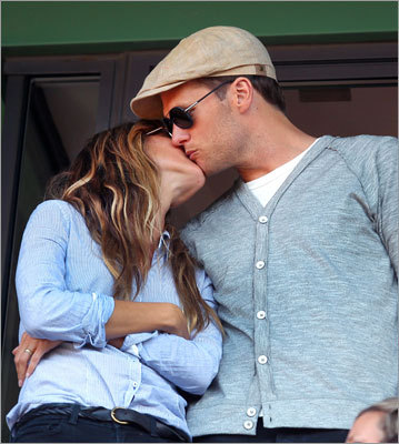 Tom Brady and Gisselle Bundchen were caught kissing in roof box stand during the 7th inning stretch.