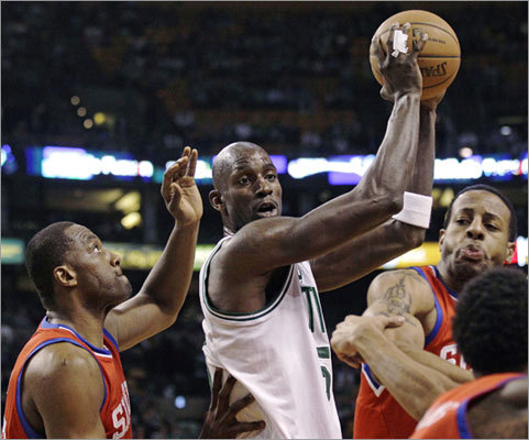 Kevin Garnett maneuvered against Elton Brand (left) and Andre Iguodala in the first quarter.