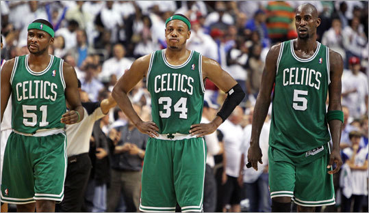 Keyon Dooling, Paul Pierce and Kevin Garnett were left to wonder what happened after the Celtics blew a big lead and lost Game 4 of their Eastern Conference semifinal series to the 76ers on Friday in Philadelphia. The series is tied 2-2.