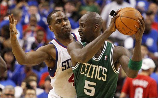Elton Brand played tough defense against Kevin Garnett. Brand had 13 points and 10 rebounds. Garnett had 20 points and 11 rebounds.