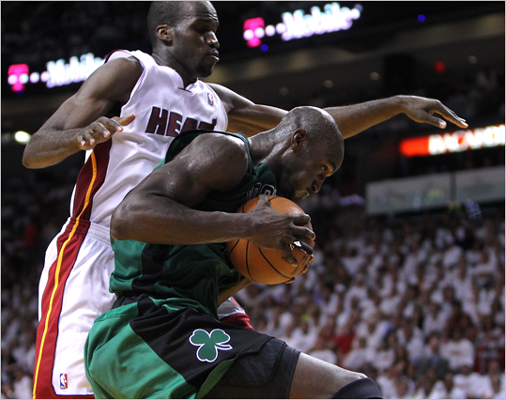 Kevin Garnett pulled down a defensive rebound during the second quarter.