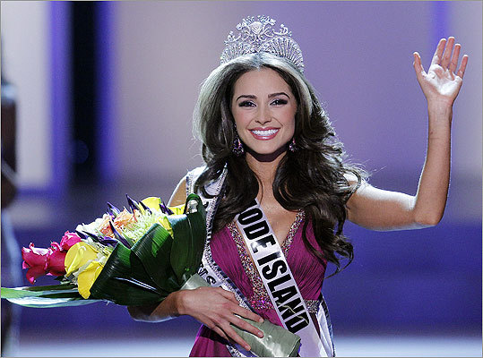 Miss Rhode Island USA Olivia Culpo waved to the crowd after winning the 2012 Miss USA pageant at the Planet Hollywood Resort & Casino.