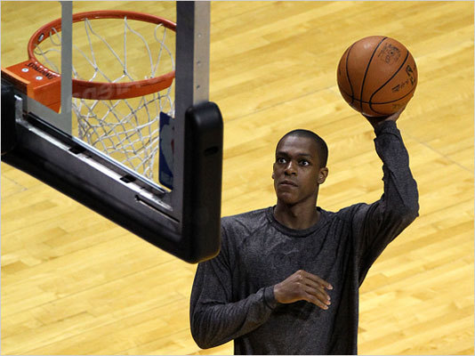 Celtics point guard Rajon Rondo warmed up before the start of tonight's Game 7.
