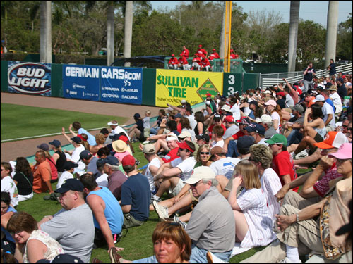 What a difference a weekend makes. City of Palms Park fans found themselves sitting on blankets on the lawn as opposed to wrapping themselves in blankets as they were Thursday night.
