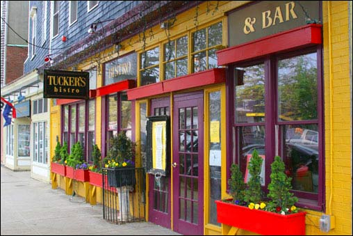Broadway And Thames Street Are Home To Many Of The S Restaurants In Newport R I Streets Abuzz At Virtually Any Hour During Day