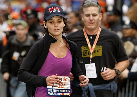 Some have speculated that actress Katie Holmes wore makeup while running the New York City Marathon earlier this month.
