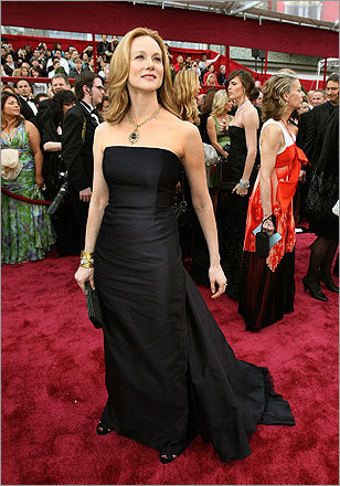 Laura Linney's dark blue gown by Michael Kors followed a popular trend: Subtle, dark dresses paired with classic jewels. Linney wore a necklace with diamond and blue topaz.