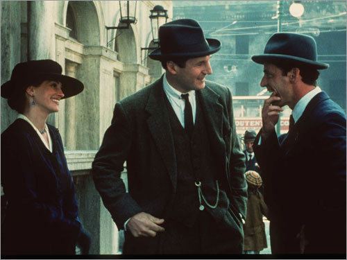 Julia Roberts, Liam Neeson, and Aidan Quinn in 'Michael Collins'