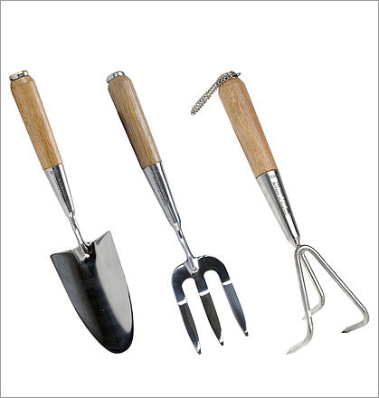 NYBG Hand Tools Set , $65 Available at the New York Botanical Garden nybgshop.org Dig in with quality tools crafted in a traditional English style with handmade oak handles.