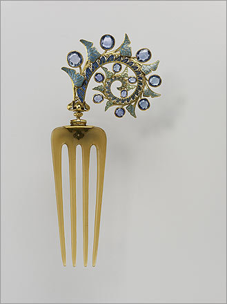 Hair comb with ivy leaves , 1902–1903. René Lalique (French, 1860–1945). Gold, enamel, sapphire, and horn