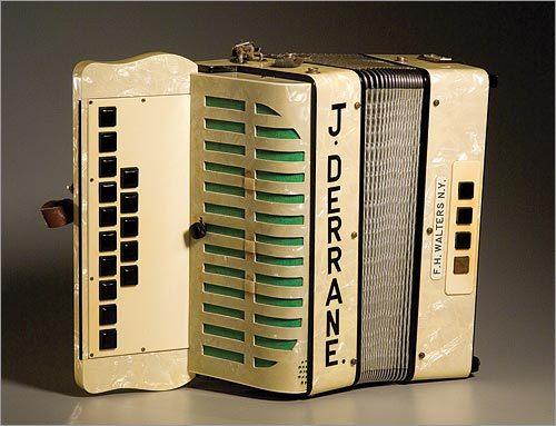 Walters button-box accordion