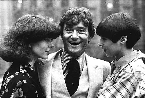 Vidal Sassoon stood between two contrasting examples of his hairdressing at a teach-in at the Albert Hall, where he returned to hairdressing after a five-year break in 1975.