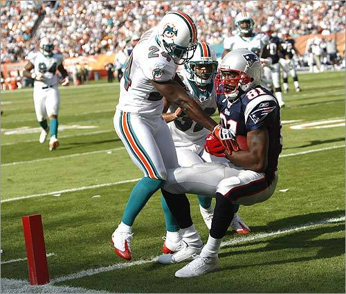 Randy Moss and Matt Cassel hooked up on a 25-yard touchdown reception that put the Patriots out front of the Dolphins, 17-14, ith 2:14 remaining in the first half. WR Randy Moss' touchdown catch was the 130th of his career, tying him with Cris Carter for third place on the NFL's all-time list.