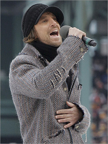'Had a Bad Day' singer Daniel Powter performs Canada's national anthem.