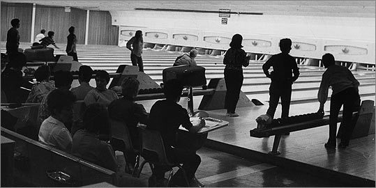 Wollaston's Alley Cats women's candlepin league in 1971.