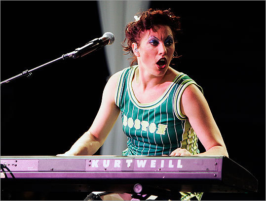 When the tour came through Boston on June 16, 2007, Palmer displayed her hometown pride with a Boston Celtics jersey.