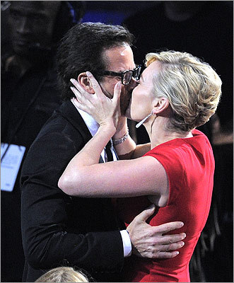 Guy Pearce kissed his 'Mildred Pierce' co-star Kate Winslet before accepting the award for outstanding supporting actor in a miniseries or a movie.