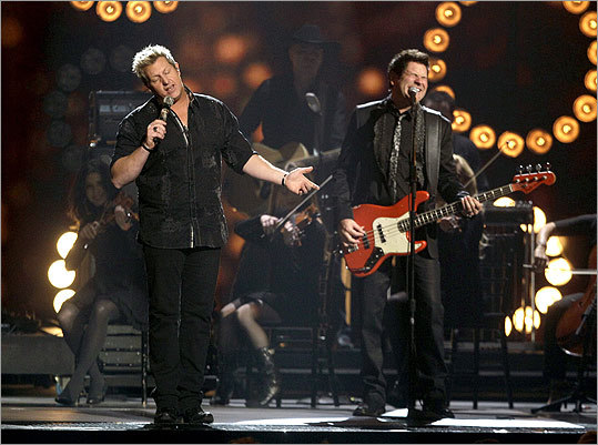 Gary LeVox (left) and Jay DeMarcus of Rascal Flatts performed 'Easy.'