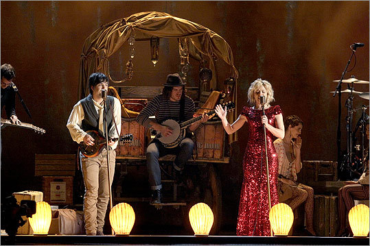 From left: Reid, Neil, and Kimberly Perry of The Band Perry performed 'All Your Life.'