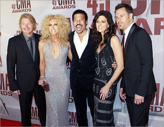 Members of Little Big Town arrived with singer Lionel Richie (center).