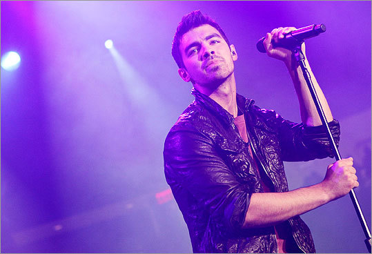 Joe Jonas performed tunes from his debut solo album, 'Fast Life.'