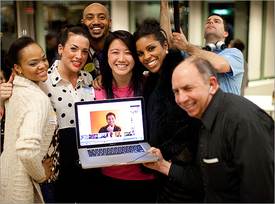 From left: Jennifer Smith of SevenHalos.com, musical performer Lisa Bello, Joselin Mane, Yvonne Tran-Nguyen (better known as Yvonne Tnt), Mercedes Gomes of Premonition Accessories, and Bruce Garber (holding a laptop displaying performer Ryan VanSickle of Baltimore).