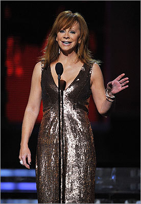 After citing other great Grammy duets, Reba McEntire introduced Aldean and Clarkson.