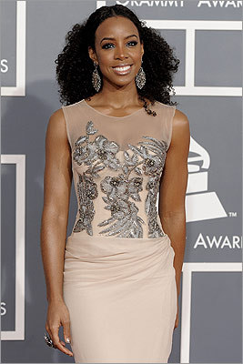 Former Destiny's Child singer Kelly Rowland showed a nifty look.