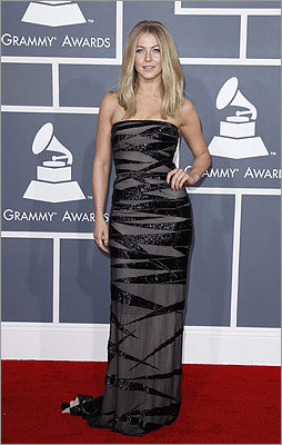 Actress/dancer Julianne Hough dazzled on the red carpet.