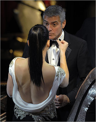 Sandra Bullock wiped the face of George Clooney before the show.