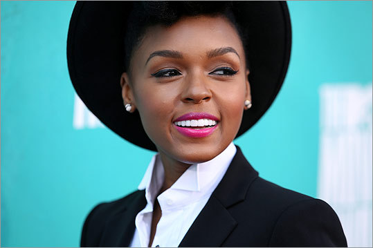 Janelle Monae before her performance of 'We are Young' with Fun.