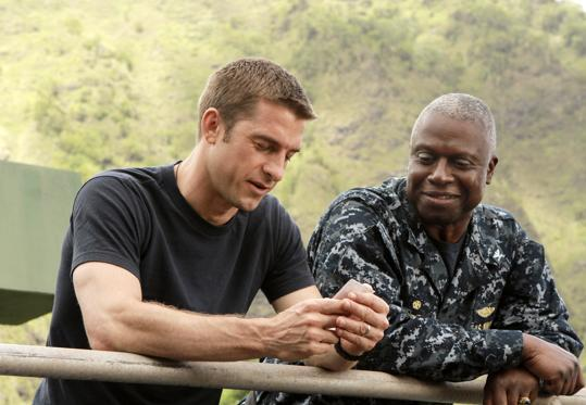 """Last Resort"" (Thursdays; ABC military thriller) What Matthew Gilbert says : 'ABC's fascinating new series starring Andre Braugher is about a US nuclear-missile submarine that goes rogue after getting orders to bomb Pakistan. All of the material crammed into [the premiere] episode is both intriguing and tensely directed (by Martin Campbell, 'Casino Royale'), raising a host of strong possibilities for the show's future.'"