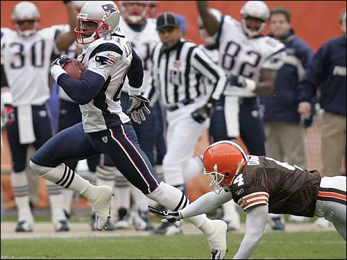 Bethel Johnson gets by Browns kicker Phil Dawson and breaks into open field to return the opening kickoff 93 yards for a touchdown.