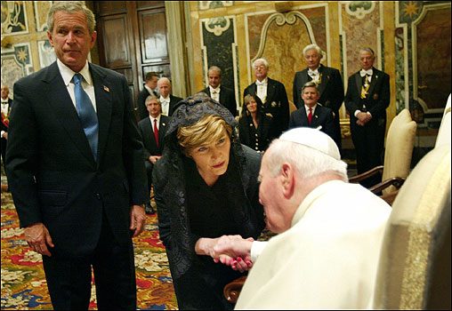 US President George W. Bush and his wife Laura greeted the pontiff during their meeting at the Vatican. The pope told President Bush that Iraq had to regain sovereignty swiftly and deplored the abuse of Iraqi prisoners by US troops.