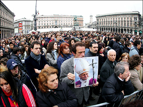 The faithful watched a giant screen broadcasting the funeral of Pope John Paul II in Duomo Square in Milan.