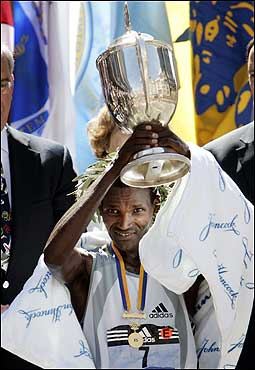 Hailu Negussie held up his trophy after winning the men's division.