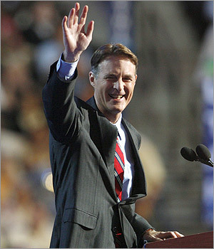 US Senator Evan Bayh (D-Ind.) acknowledged the audience.