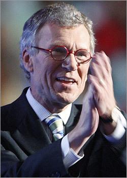 Former US Senator Tom Daschle (D-S.D.) showed his approval.