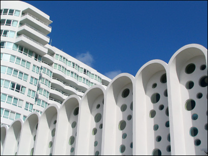 The Fontainebleau Hotel, designed by Morris Lapidus and built in 1954, shows the curved lines typical of MiMo style.