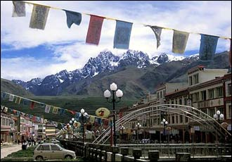 Kandze is a town with an awkward mix of Tibetan and Chinese architecture and cultures.