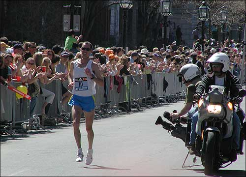 A runner ran down Commonwealth Avenue before the turn to the finish line.